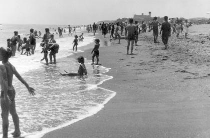 Bañistas en la playa de Fuengirola