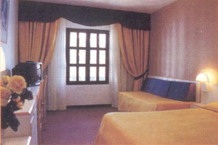 Hotel hacienda puerta del sol hoteles en fuengirola y mijas - Como llegar a la puerta del sol ...